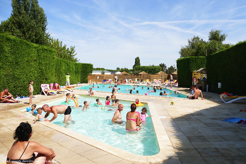 Camping 3 toiles flower les pins royan saint palais sur mer for Camping st palais sur mer avec piscine