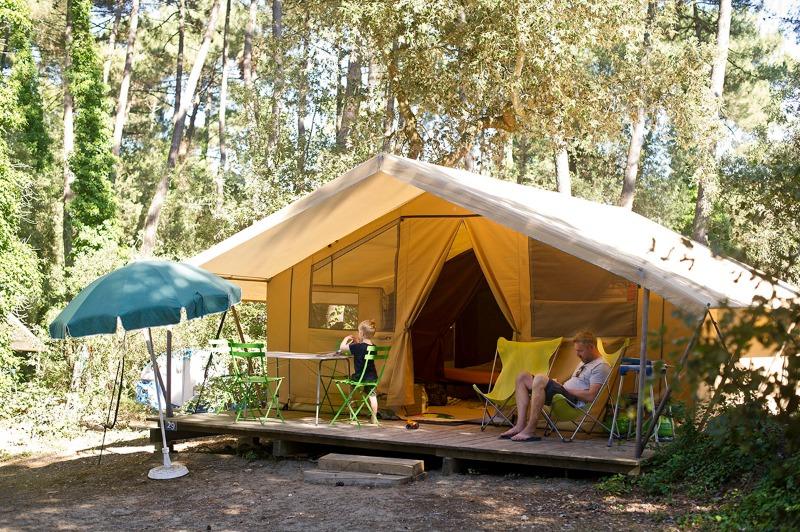 Campsite Huttopia les Chênes Verts Dolus-d'Oléron