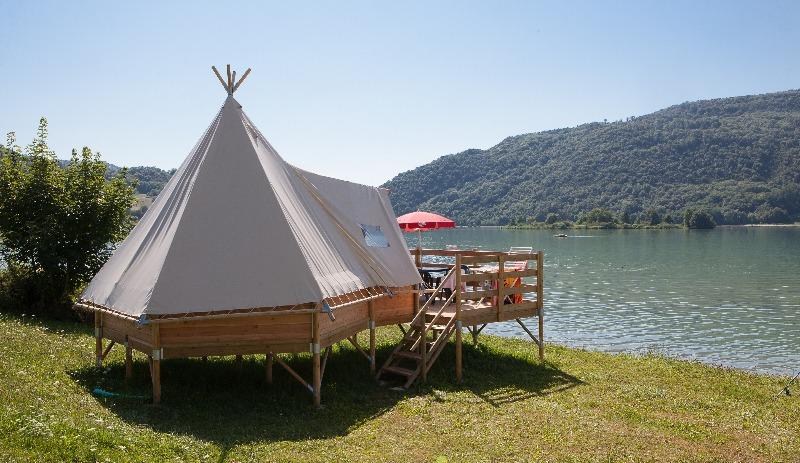 Camping VIVACAMP Le Lac du lit au Roi Massignieu de Rives