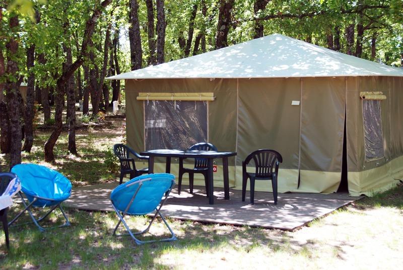 Campingplatz Au domaine des Chênes Blancs Saint Saturnin Les Apt