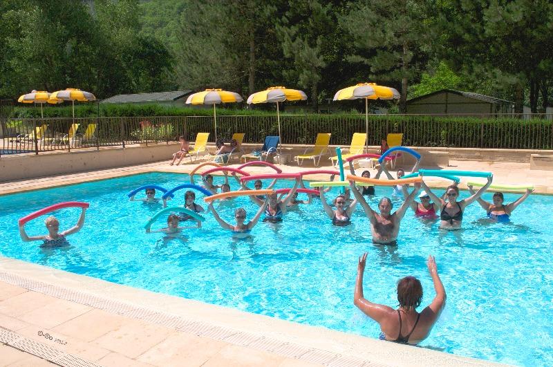 Camping 3 toiles les eaux chaudes digne les bains for Camping mercantour piscine